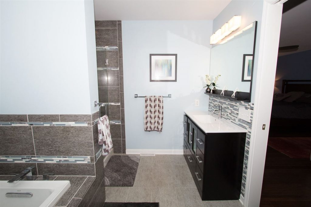House of the week 36 crystal lane roohan realty for High end master bathrooms