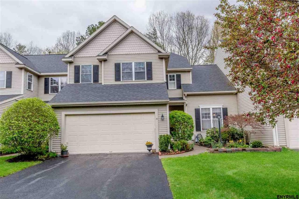 19 donegal way is a 3 bedroom, 3 bathroom townhouse for sale in saratoga springs new york