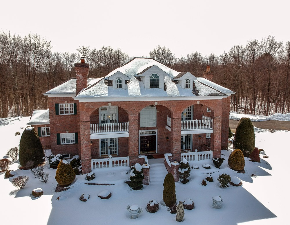 2626 Donnan Road in Galway, NY 12074 is a luxurious villa in Saratoga County on 18 acres