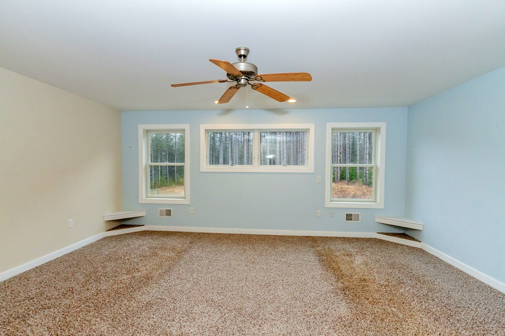 8 Garnet Mine Court, Moreau, NY 12831 has a large master suite with ceiling fan and carpet floor