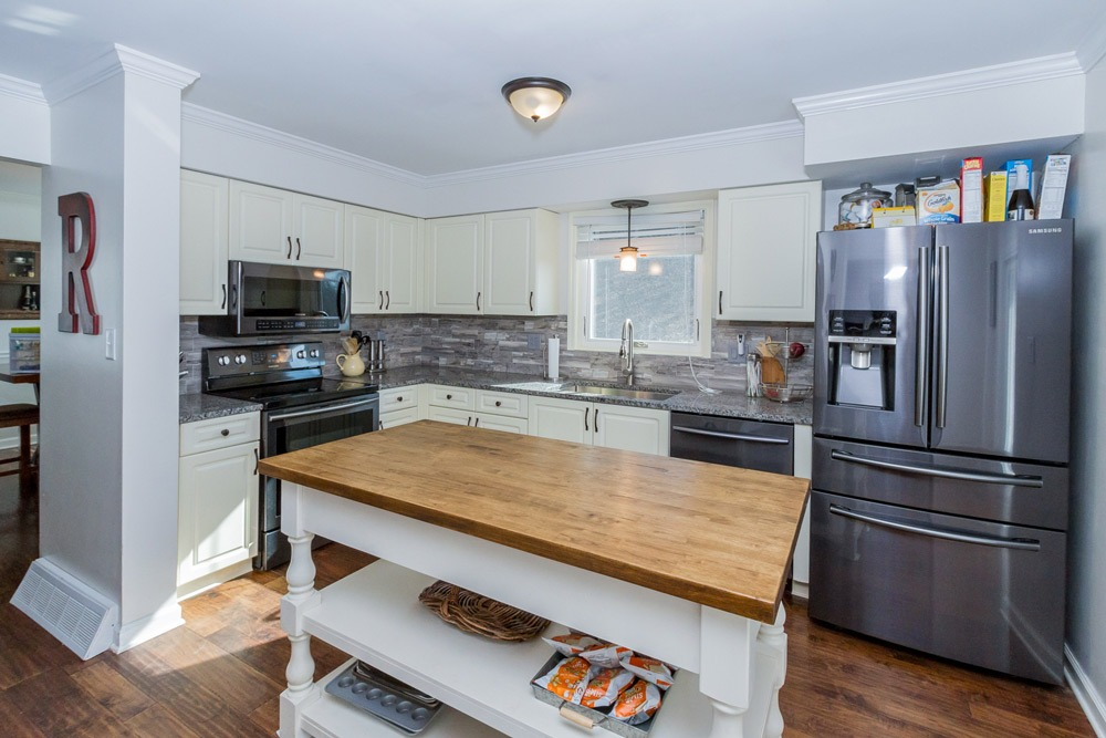 15 Trevor Court in Clifton Park features a newly remodeled kitchen with upgraded appliances
