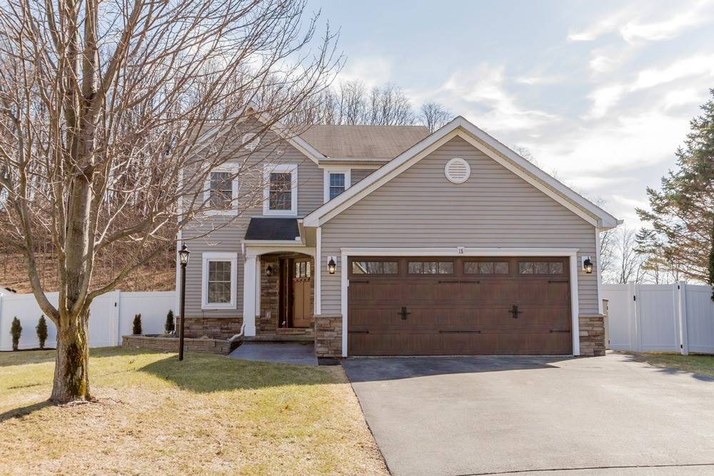 15 Trevor Court in Clifton Park, NY 12065 is a charming 3 bedroom, 2.5 bath Colonial, which sits in a quite cul de sac.