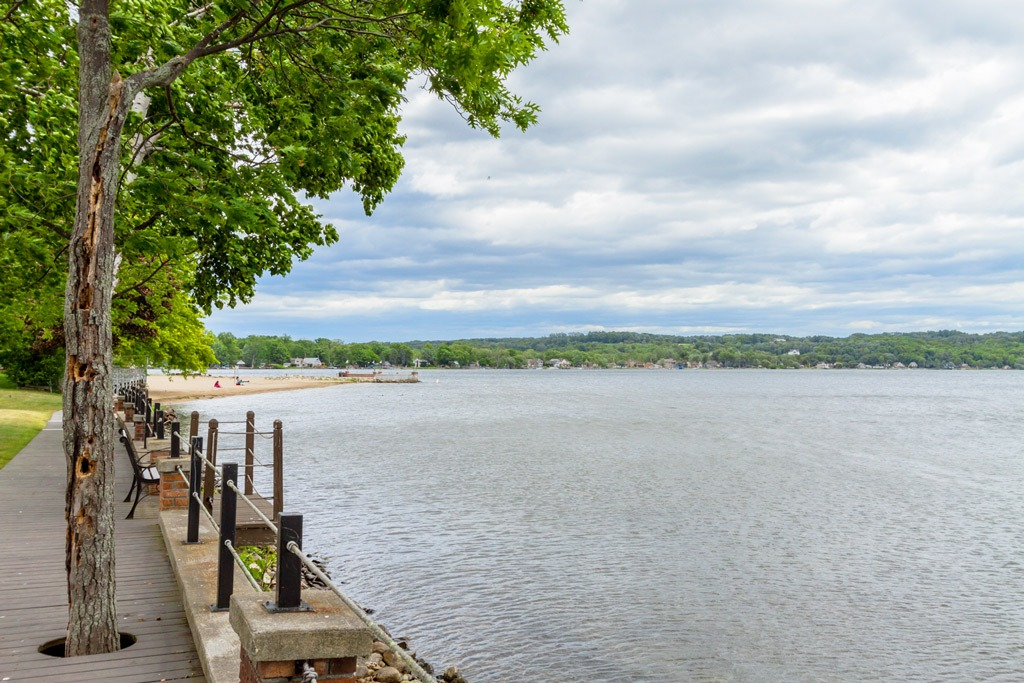 140 Kaydeross Park Road is a maintenance free townhouse for sale just steps from Saratoga Lake