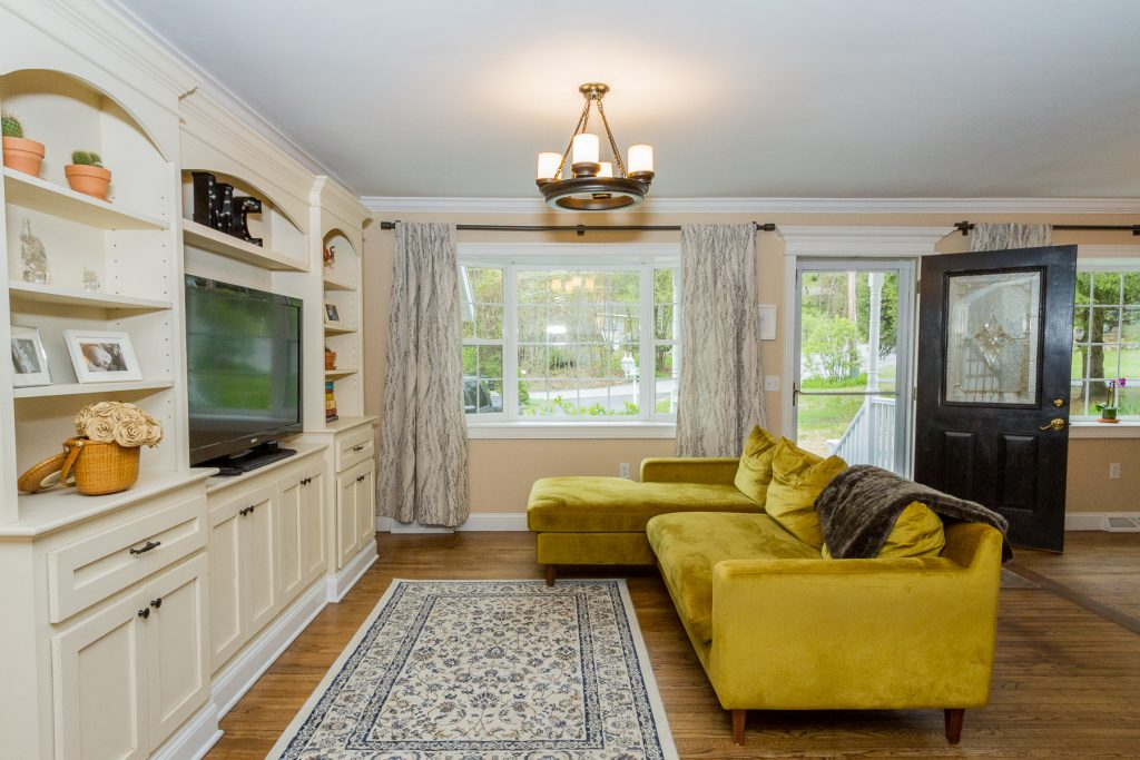 4 bedrooms | 3 baths | 1800 sqft | $309,000