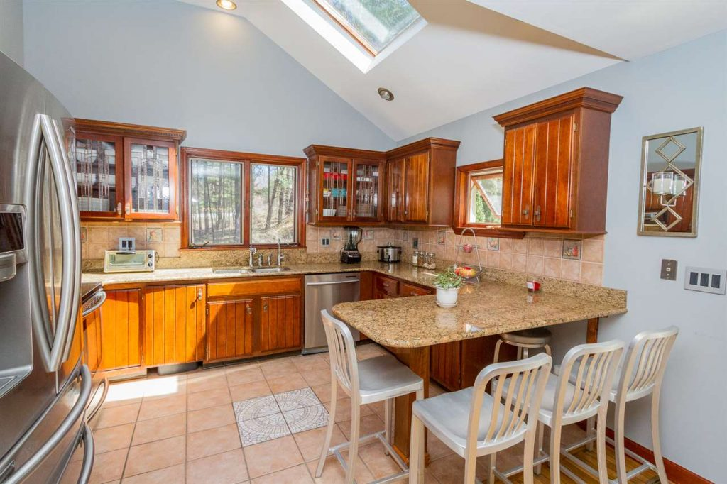 6 PD Harris Road in Saratoga Springs NY is has a beautiful updated kitchen with stainless steel appliances and granite counter-tops.